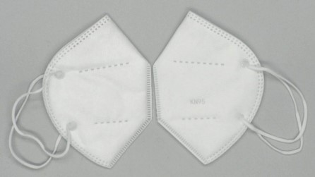 Photograph 2: Fake disposable respirator - Issues with documentation and product markings