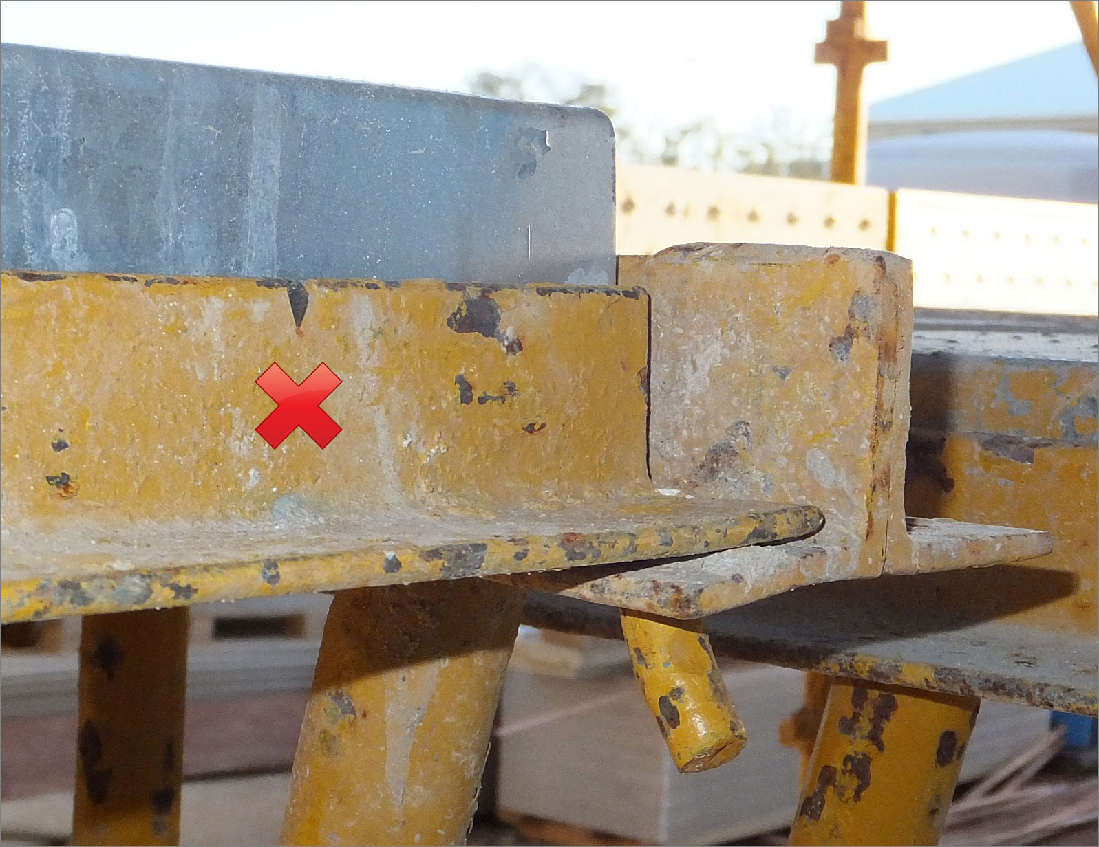 Photograph 8: Pin pointing away from scaffolding with plank next to tie bar – unsafe.