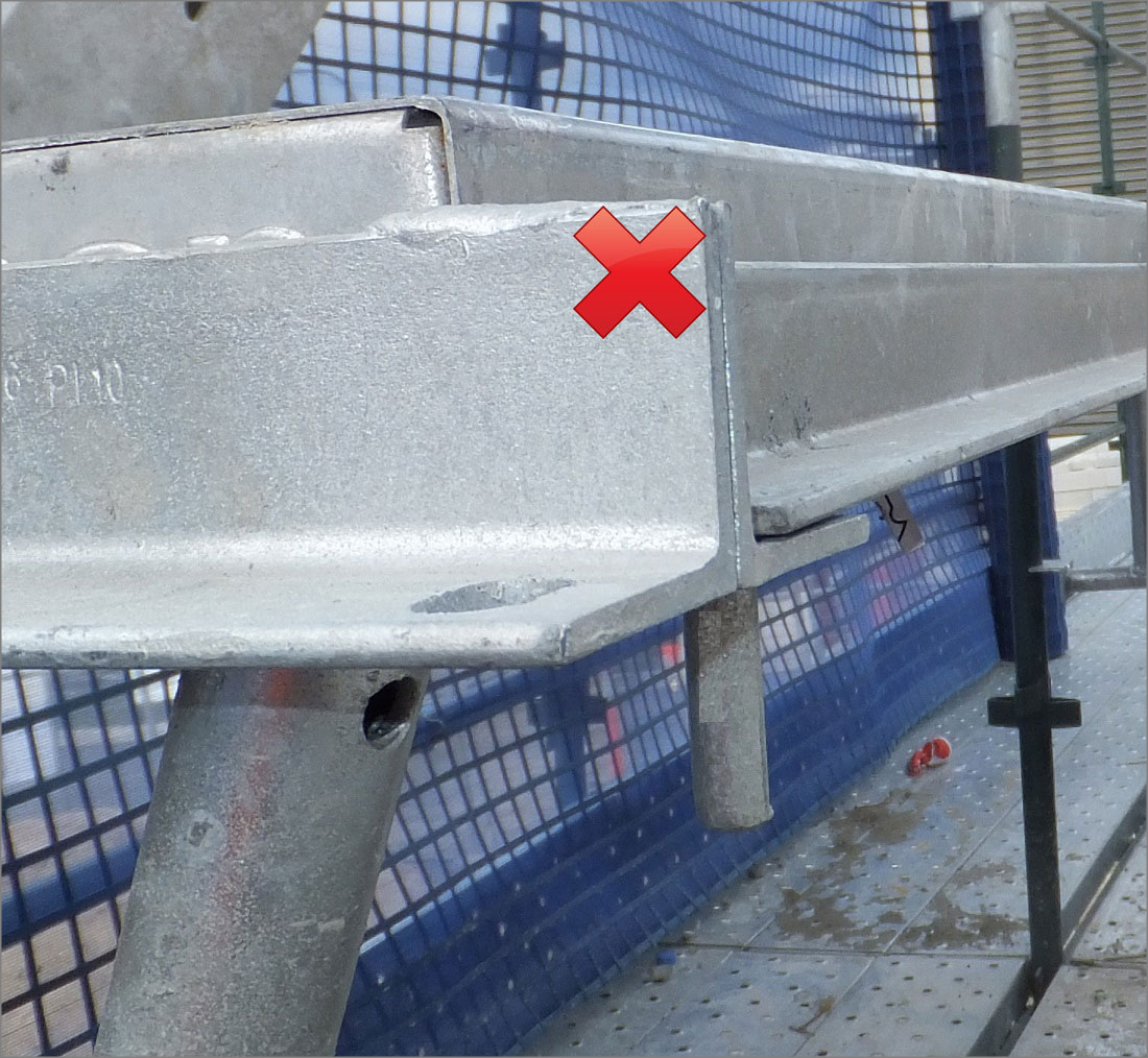 Photograph 6: Tie bar with vertical pin and plank next to tie bar (tie bar installed facing forwards) – unsafe.